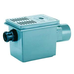 Трап HL для подвалов и технических помещений с решеткой и подрамником, с тремя механическими клапанами для предотвращения затопления помещения (шар, заслонка и ручной запорный вентиль с лючком для прочистки) HL77.1